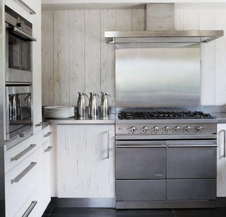 Homelifestyle-Magazine-cabaña-en-los-alpes-cocina-Belen-Imaz
