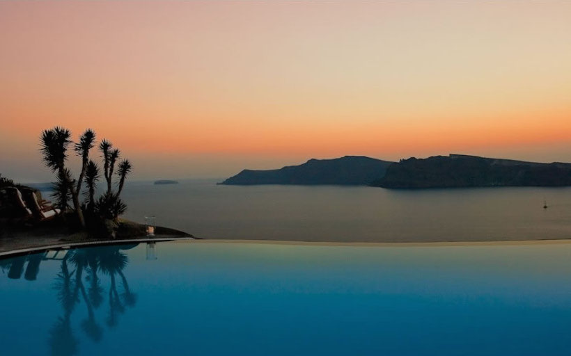 HomeLifeStyle-Hotel-Perivolas-Grece-Pool-night