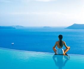 HomeLifeStyle-Hotel-Perivolas-Grece-Pool-relax