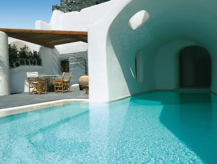 HomeLifeStyle-Hotel-Perivolas-Grece-Pool-room