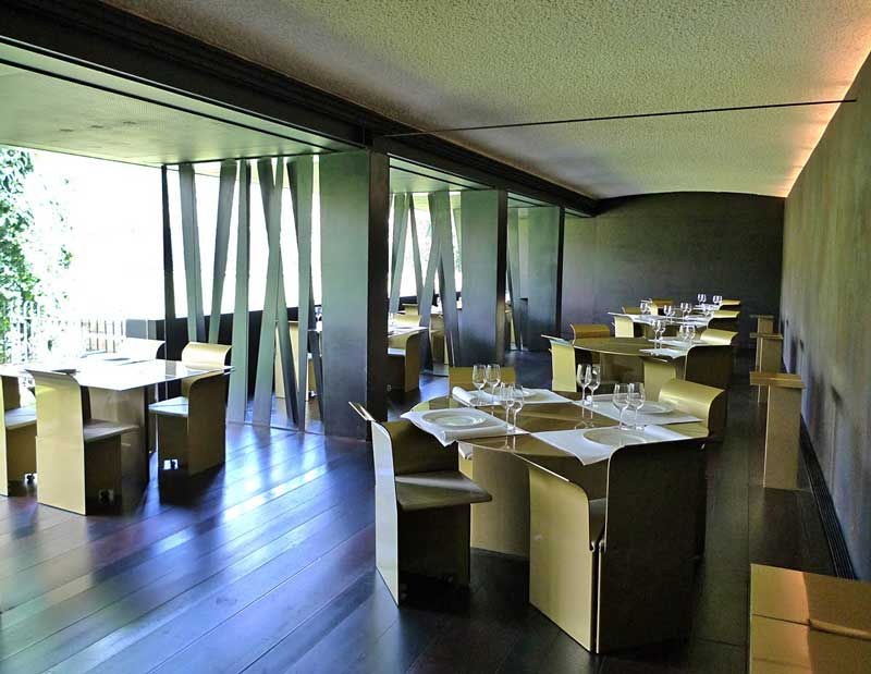 Hotel-Les-Cols-Home-Life-Style-Magazine-comedor