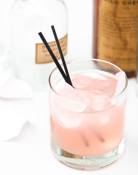Cocktail de rosas y cardamomo