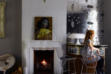 Casa en gris y mostaza