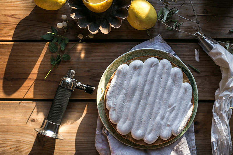 HOMELIFESTYLE-MAGAZINE-lemon-pie-romero-LA-COCINA-DE-CAROLINA-merengue