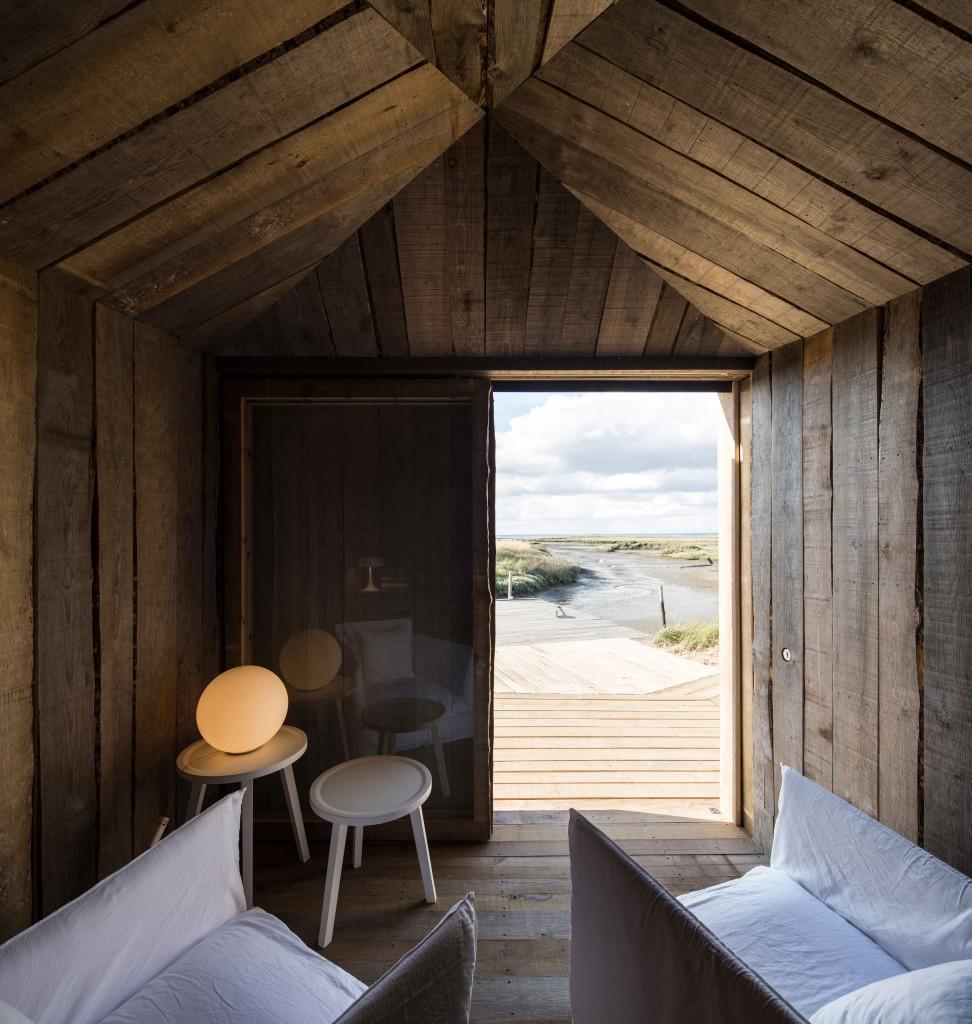 Homelifestyle-Cabanas-no-Rio-interior
