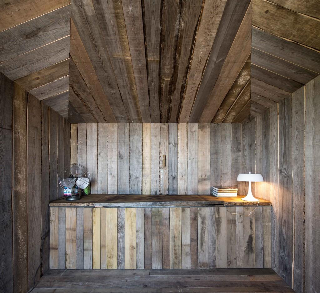 Homelifestyle-Cabanas-no-Rio-interior-madera