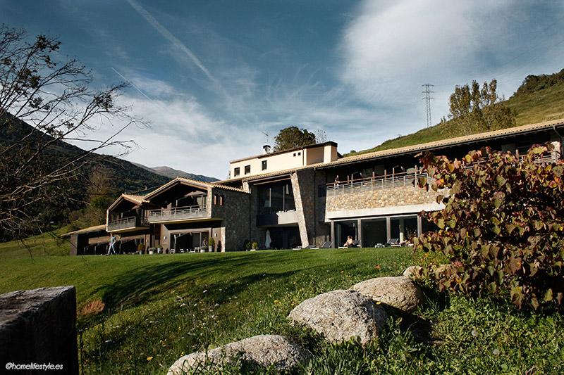 Homelifestyle-Magazine-La-Vall-de-Ribes-cazadores-de-setas-Hotel-Resguard-Dels-Vents-frontal