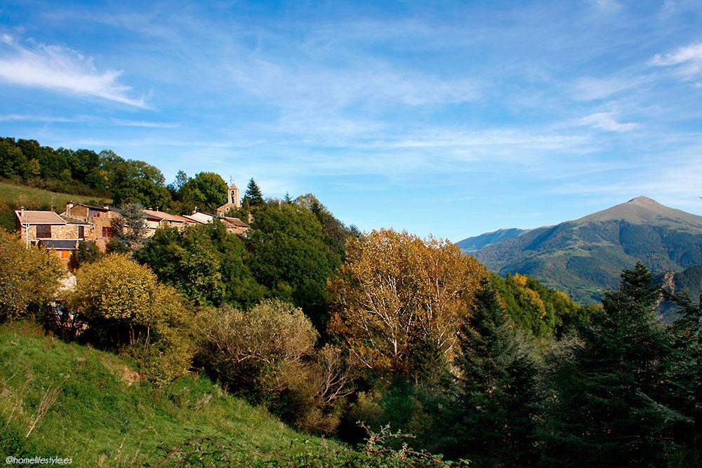 Homelifestyle-Magazine-La-Vall-de-Ribes-cazadores-de-setas-pueblo