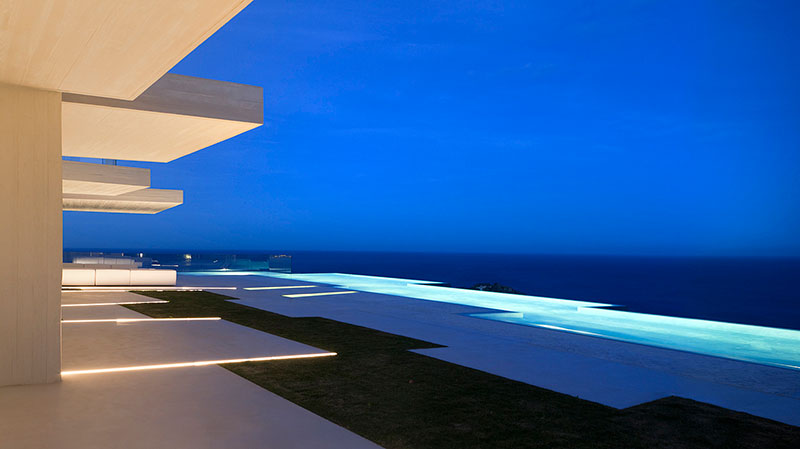 Homelifestyle-Magazine-Casa-Sardinera-Mariela-Apollonio-night-pool