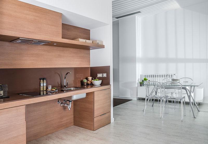 Homelifestyle-Magazine-Nuevo-Apartamento-adaptado-Eric-Vökel-cocina