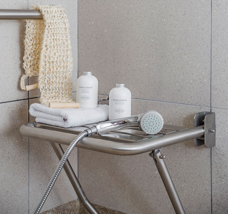 Homelifestyle-Magazine-Nuevo-Apartamento-adaptado-Eric-Vökel-detalle-baño-house-doctor