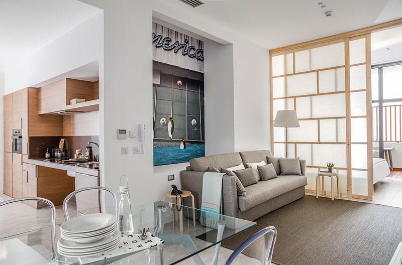 Homelifestyle-Magazine-Nuevo-Apartamento-adaptado-Eric-Vökel-salon-cocina