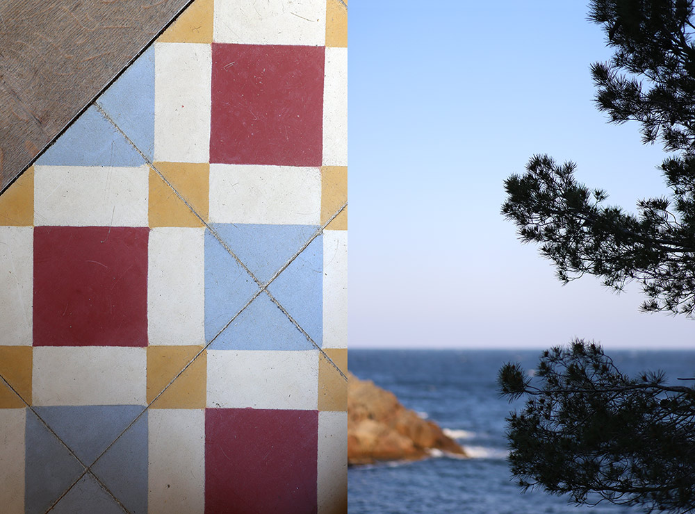 HOMELIFESTYLE-MAGAZINE-ESCAPADA-TILES-COSTA-BRAVA-by-MARIA-ALGARA-REGAS-FAR-NOMO