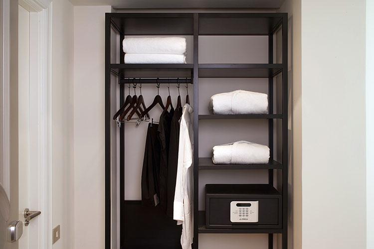 HomeLifeStyle-Magazine-Dear-Hotel-armario