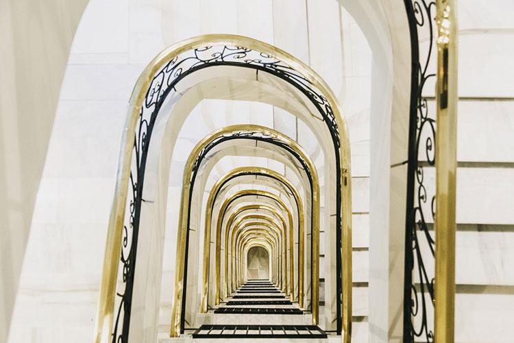 HomeLifeStyle-Magazine-Dear-Hotel-escalera
