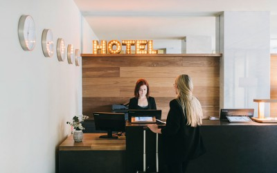 HomeLifeStyle-Magazine-Dear-Hotel-recepcion