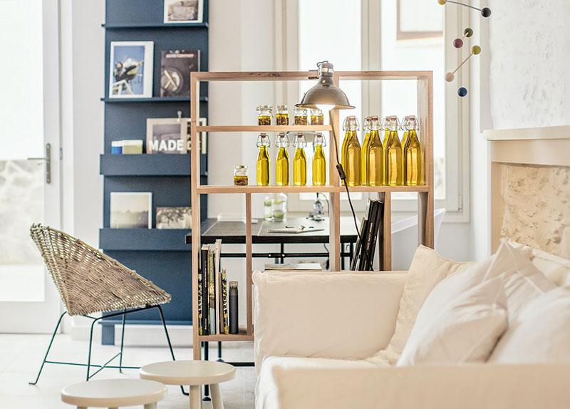 Hotel-tramuntana-cadaqués-sofa-homelifestyle-magazine