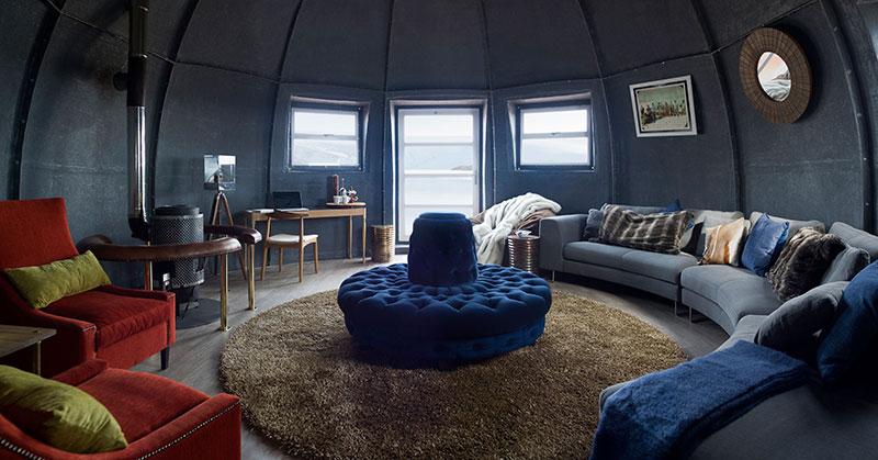 white-desert-lounge