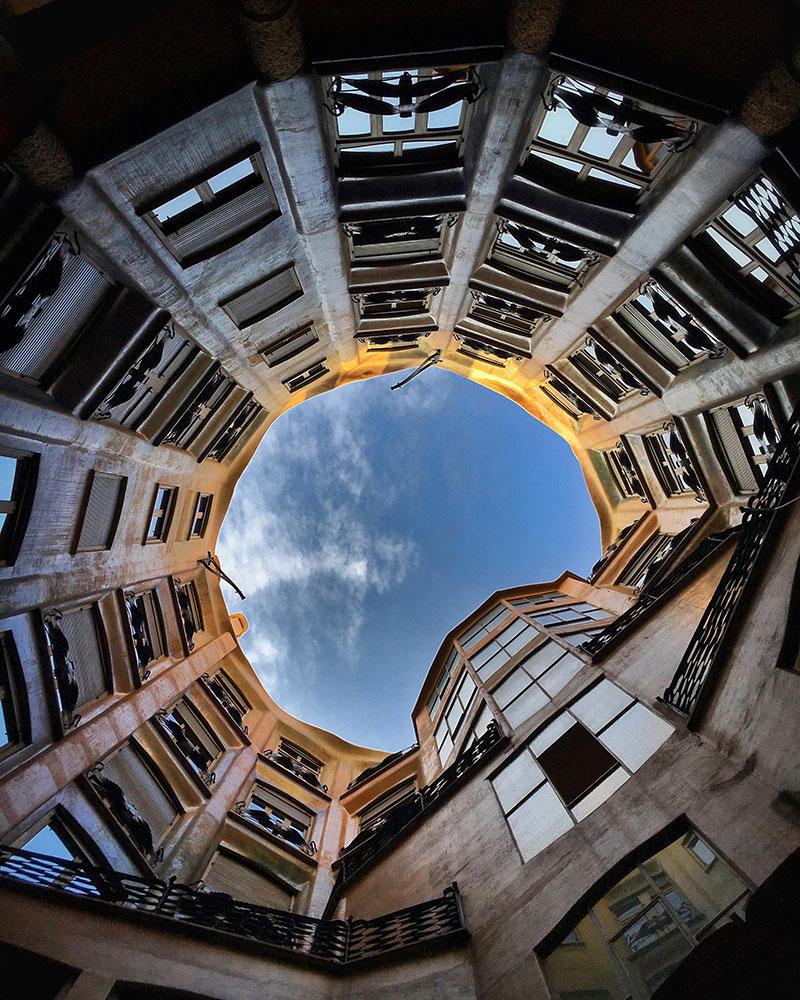 Gaudí-La-Pedrera-patio-Maria_Algara_Regàs