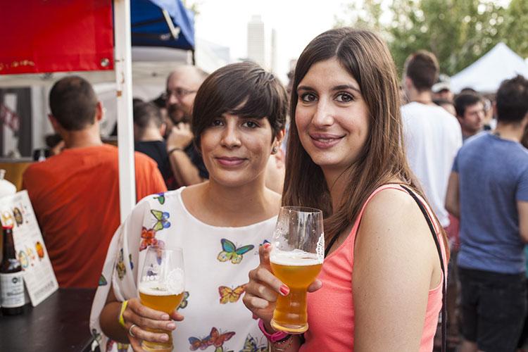 cerveza-artesana-gente-La-Fira-del-Poblenou-Homelifestyle-Magazine