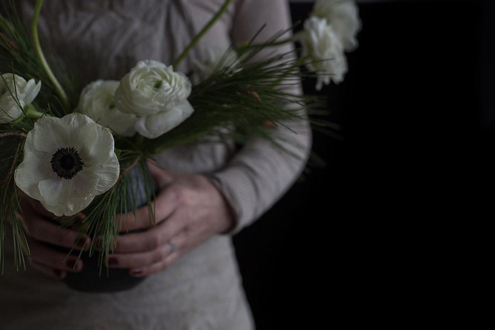 Fotografía-de-arte-floral-by-MariaAlgaraRegas-hands