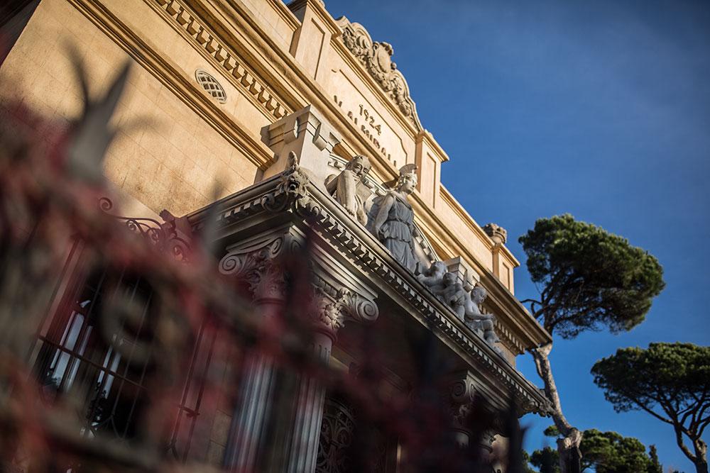fachada-workshop-de-estilismo-fotografía-y-diseño-floral-Biblioteca-Almirall