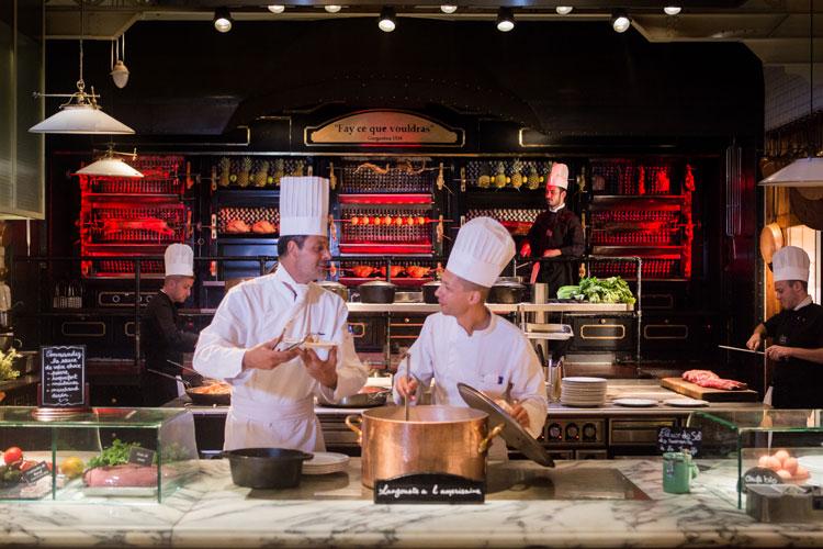 Fin-de-semana-Narbona-HomeLifeStyle-Magazine-Les-Grands-Buffets-rotisserie
