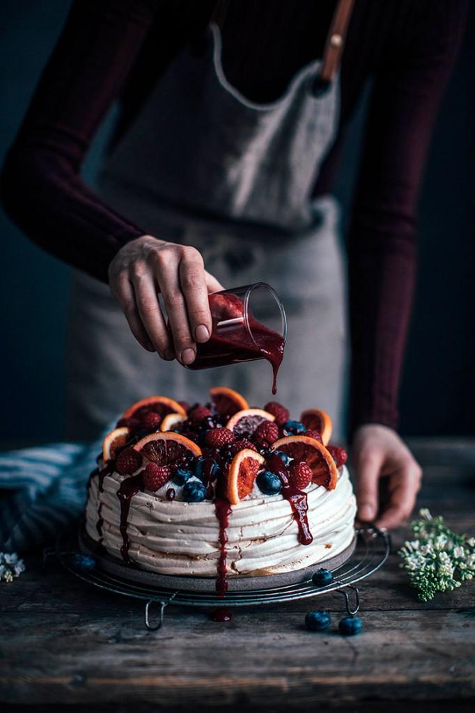 Pavlova-de-naranjas-ourfoodstories-frontal-homelifestyle
