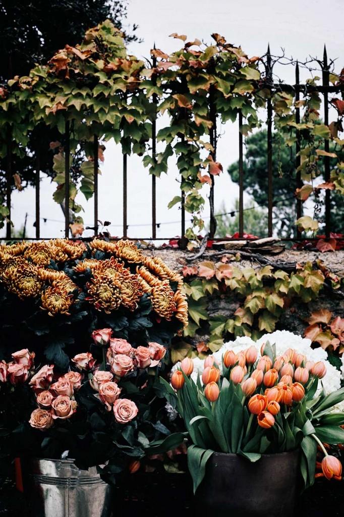 instalación-floral-gran-formato-flores-seleccion-MariaAlgaraPhotography-desayuno