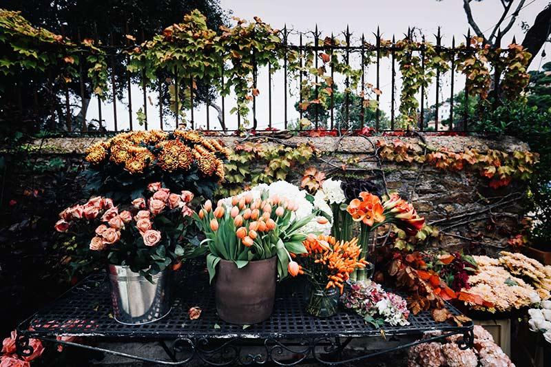 instalación-floral-gran-formato-mesa-flores-MariaAlgaraPhotography-desayuno