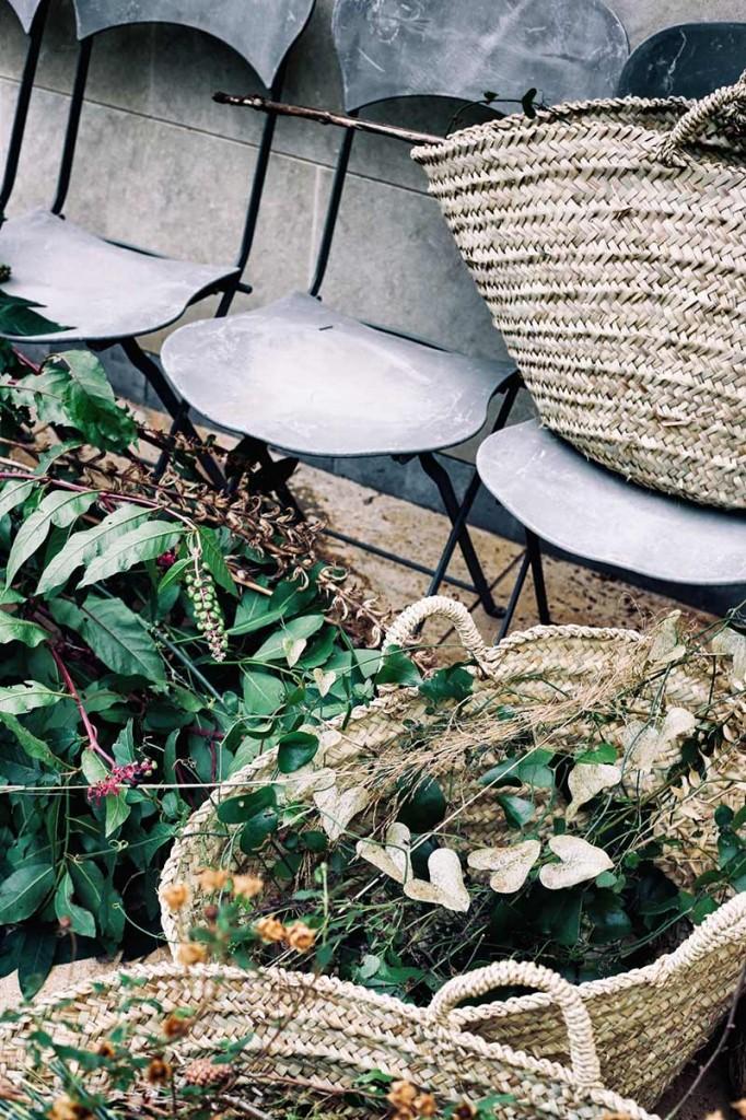 instalación-floral-gran-formato-sillas-MariaAlgaraPhotography-desayuno