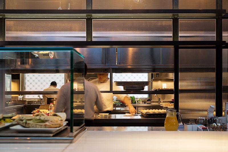 restaurante-caixaForum_turull-sorensen-cocina